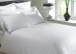 Lenjerie de pat dublu damasc SATINAT culoarea alba - dunga de 1 cm