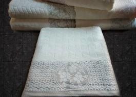 Prosop alb velur cu bordura maro jacquard 50x90cm