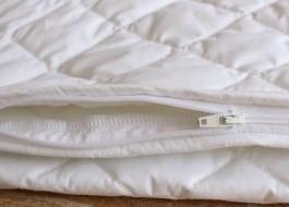 Protectie matlasată perna cu fermoar (50x70cm) impermeabila