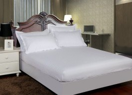Set husa de pat din damasc+ 2 fete de perna pentru saltea de 140x200cm alb, DHUS3